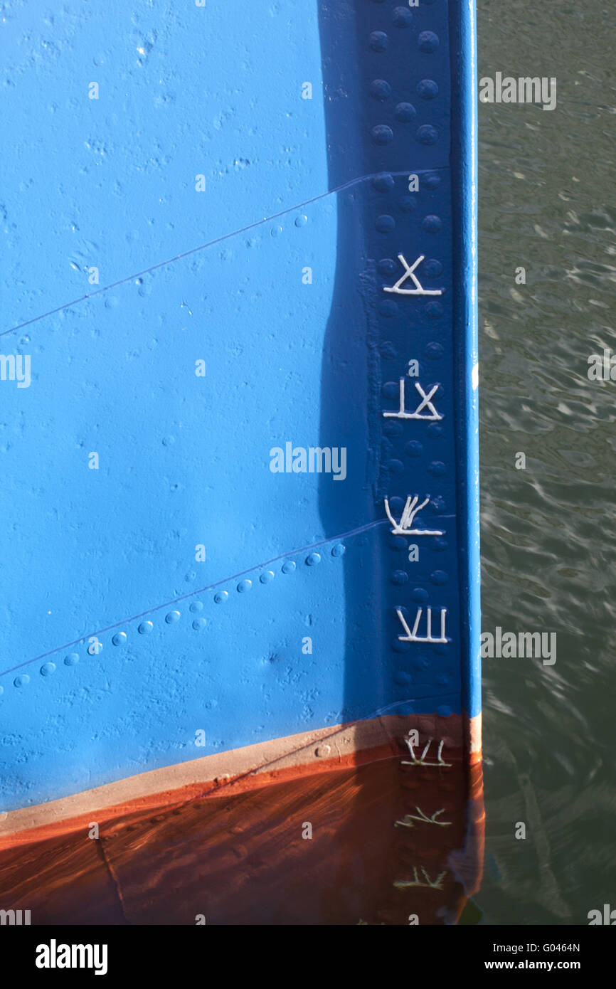 Bow of an old ship with draft marks - Stock Image