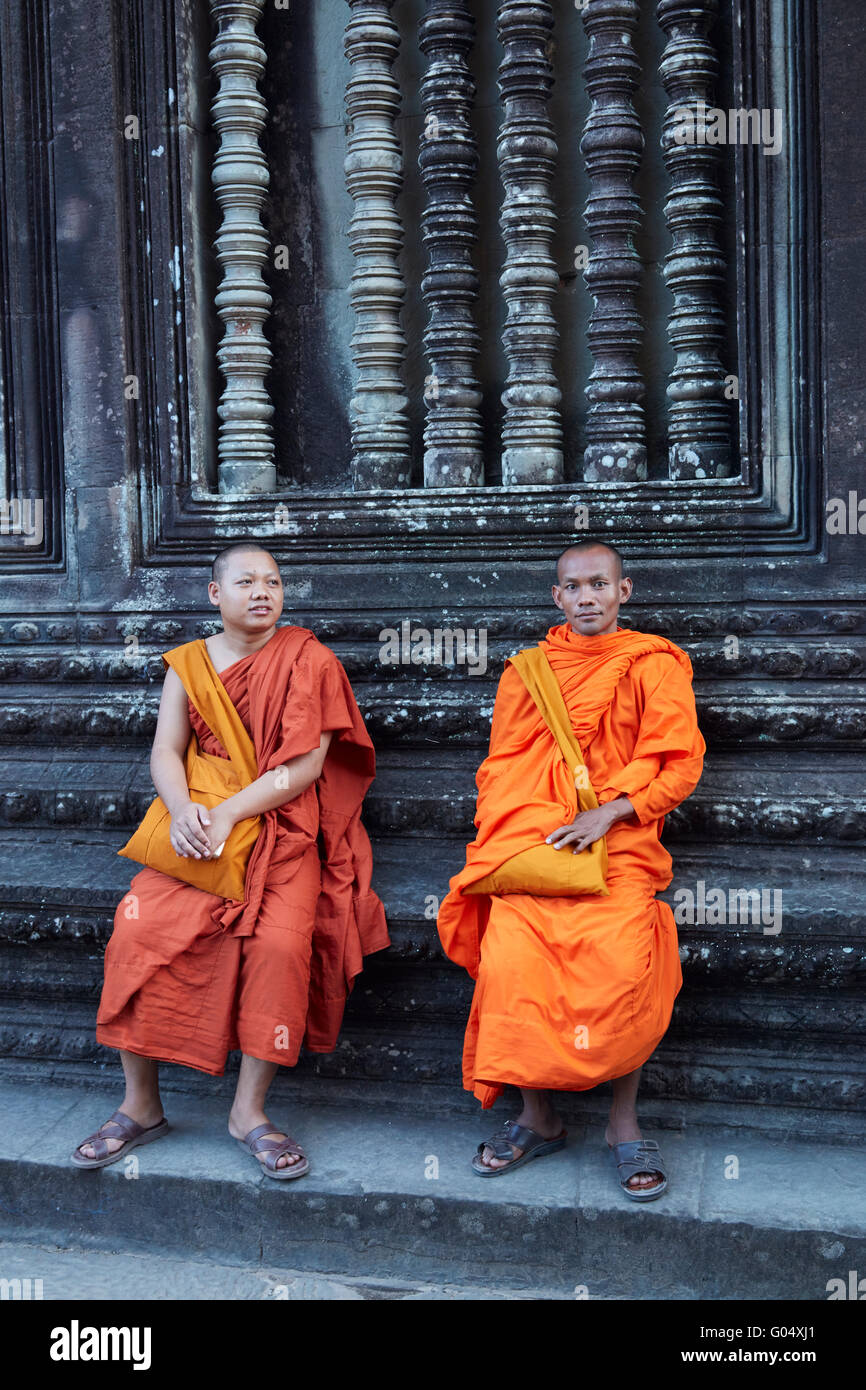 Buddhist monks at Angkor Wat (12th century Khmer temple), Angkor World Heritage Site, Siem Reap, Cambodia - Stock Image