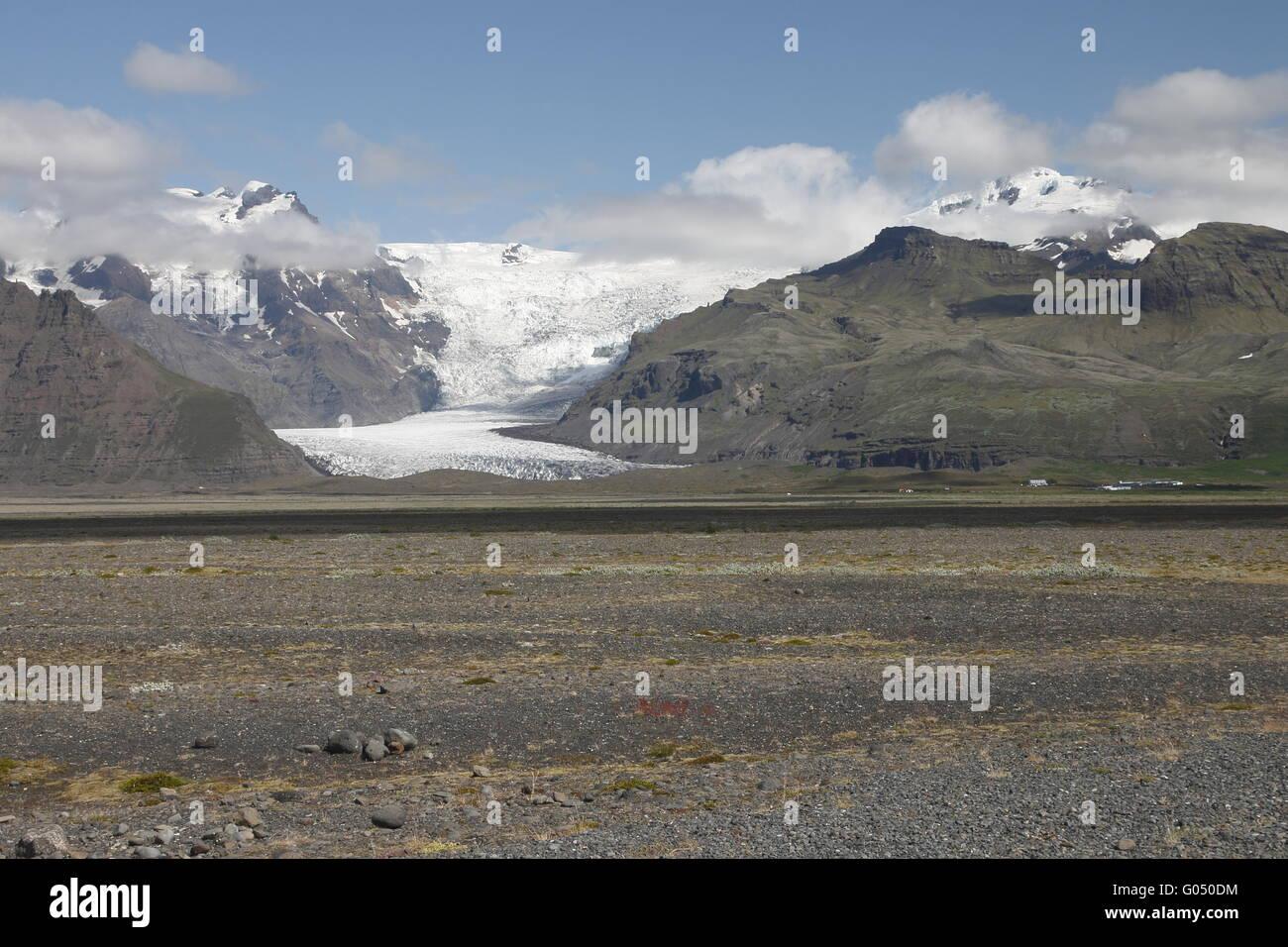 Hvannadalshnúkur and Svínafellsjökull. Hvannadalshnúkur (2110m) is the highest peak in Iceland. - Stock Image