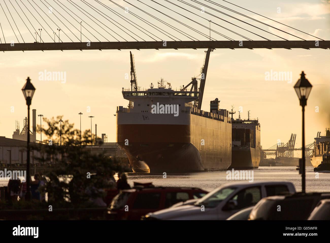 Container ship under the Talmadge Bridge - Stock Image