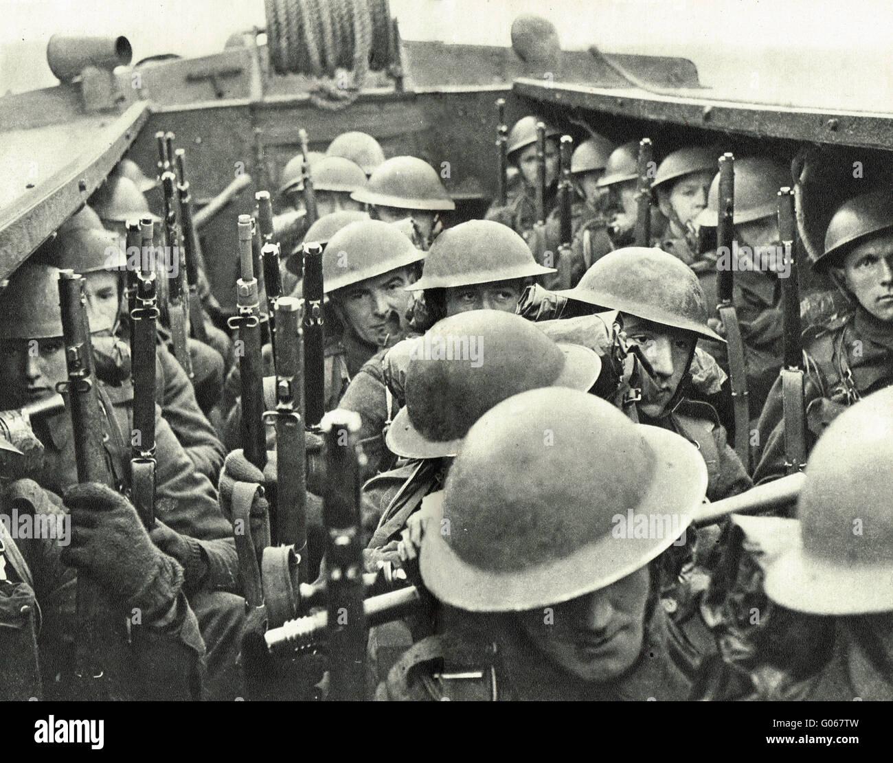 WW2 Royal Marines Landing party at sea - Stock Image