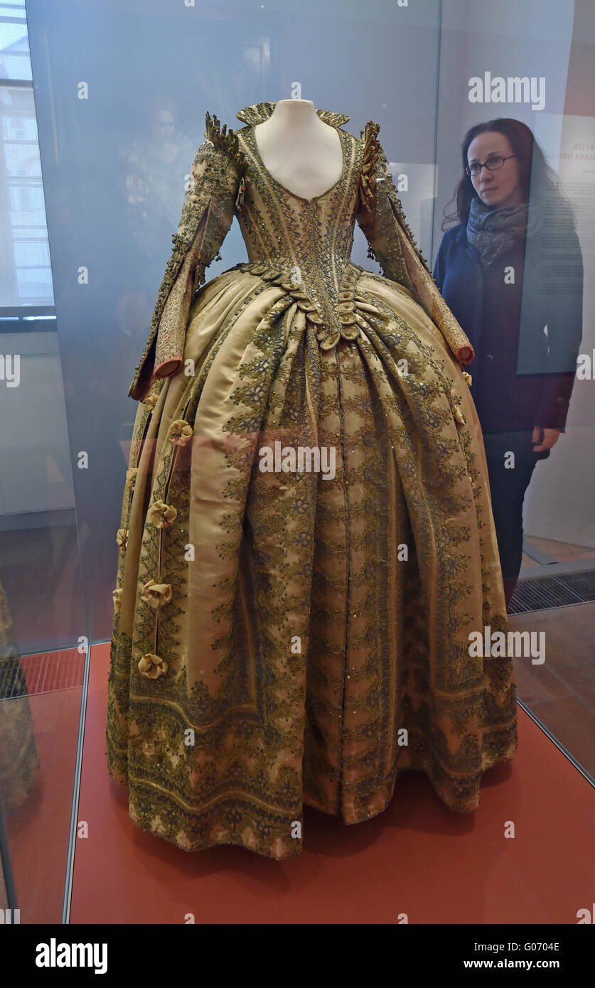 Torgau, Germany. 29th Apr, 2016. The dress of Electress Magdalena Sibylla of Saxony at a preview of the new exhibition Stock Photo