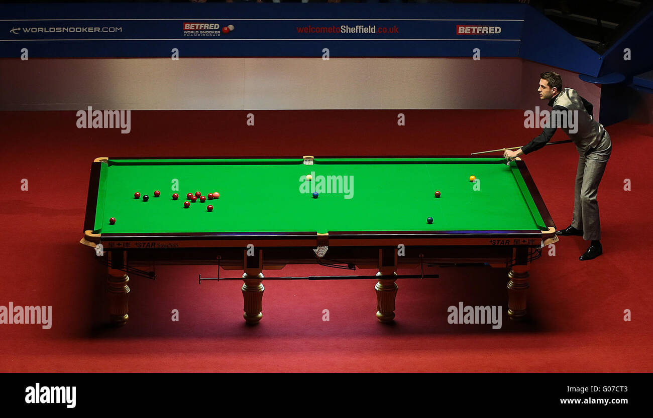 The Crucible, Sheffield, UK. 30th Apr, 2016. World Snooker Championship. Semi Final, Mark Selby versus Marco Fu. - Stock Image