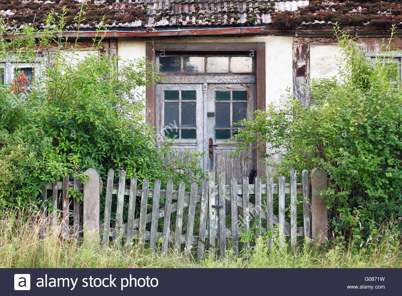 Dilapidated farmhouse in the Uckermark - Stock Image