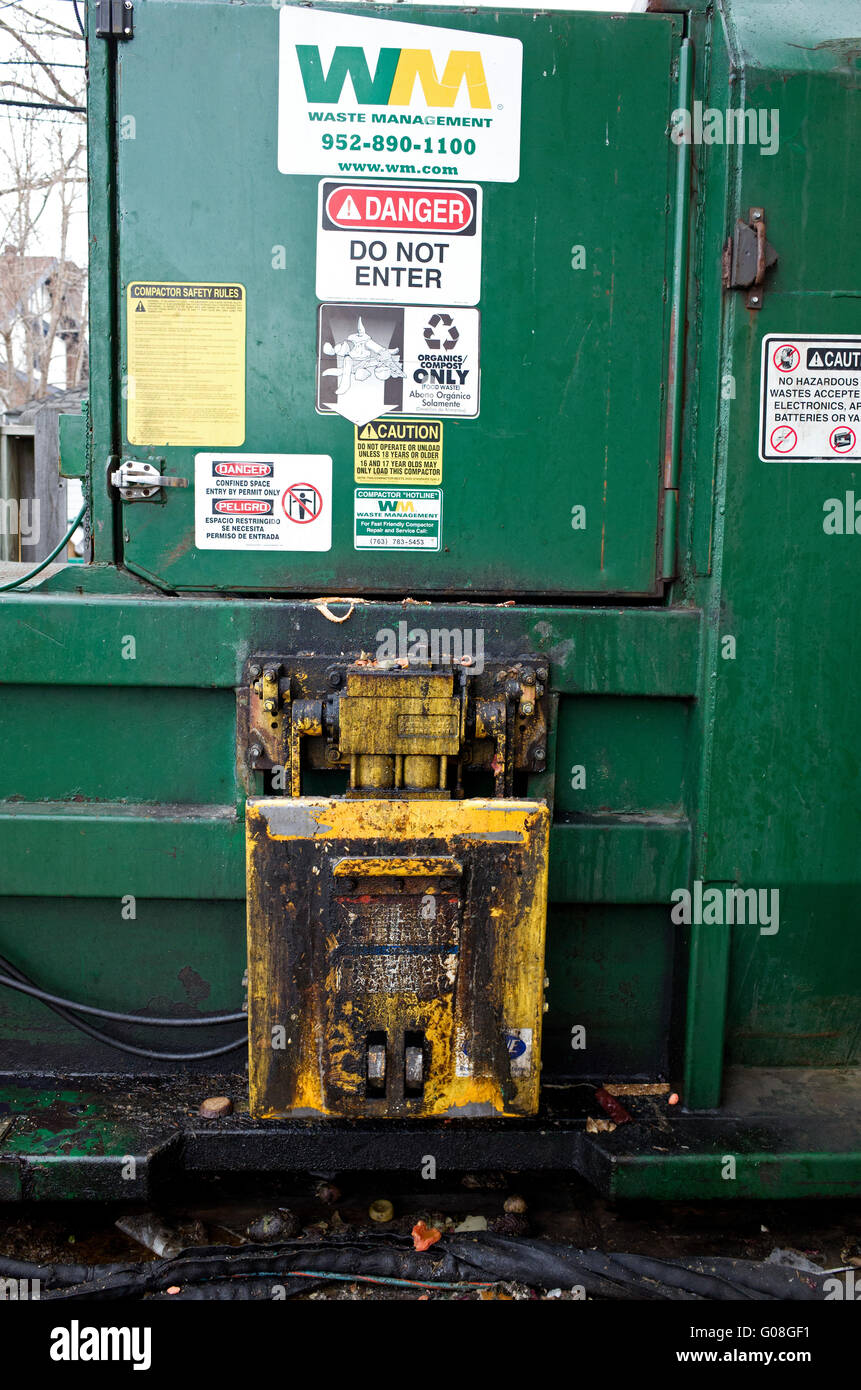 Heavy duty grocery store trash compactor door and power lift. St Paul Minnesota MN USA & Trash Compactor Stock Photos u0026 Trash Compactor Stock Images - Alamy