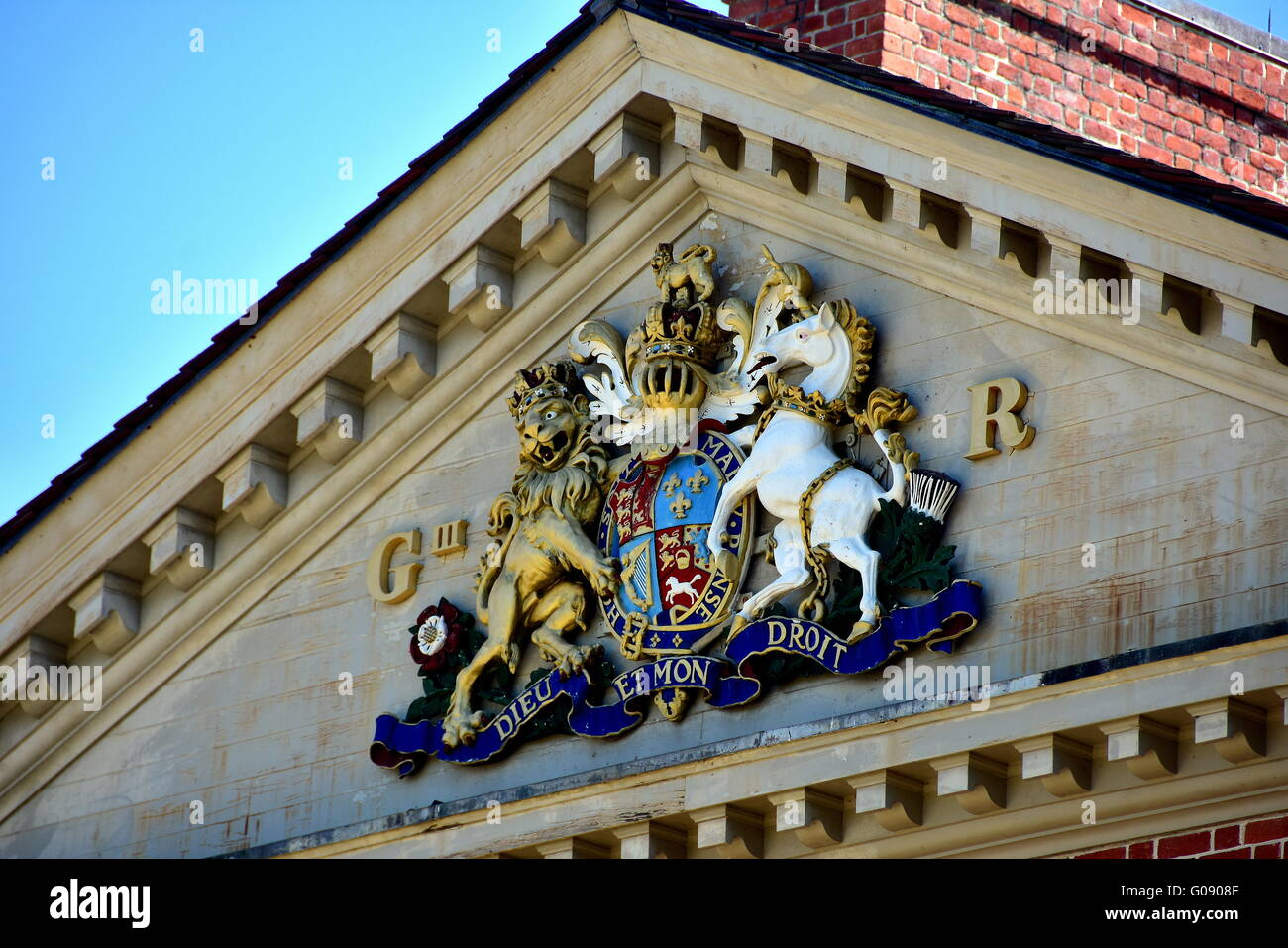 New Bern, North Carolina:  Coat of Arms of England's King George III on the center pediment of 1770 Tryon Palace - Stock Image