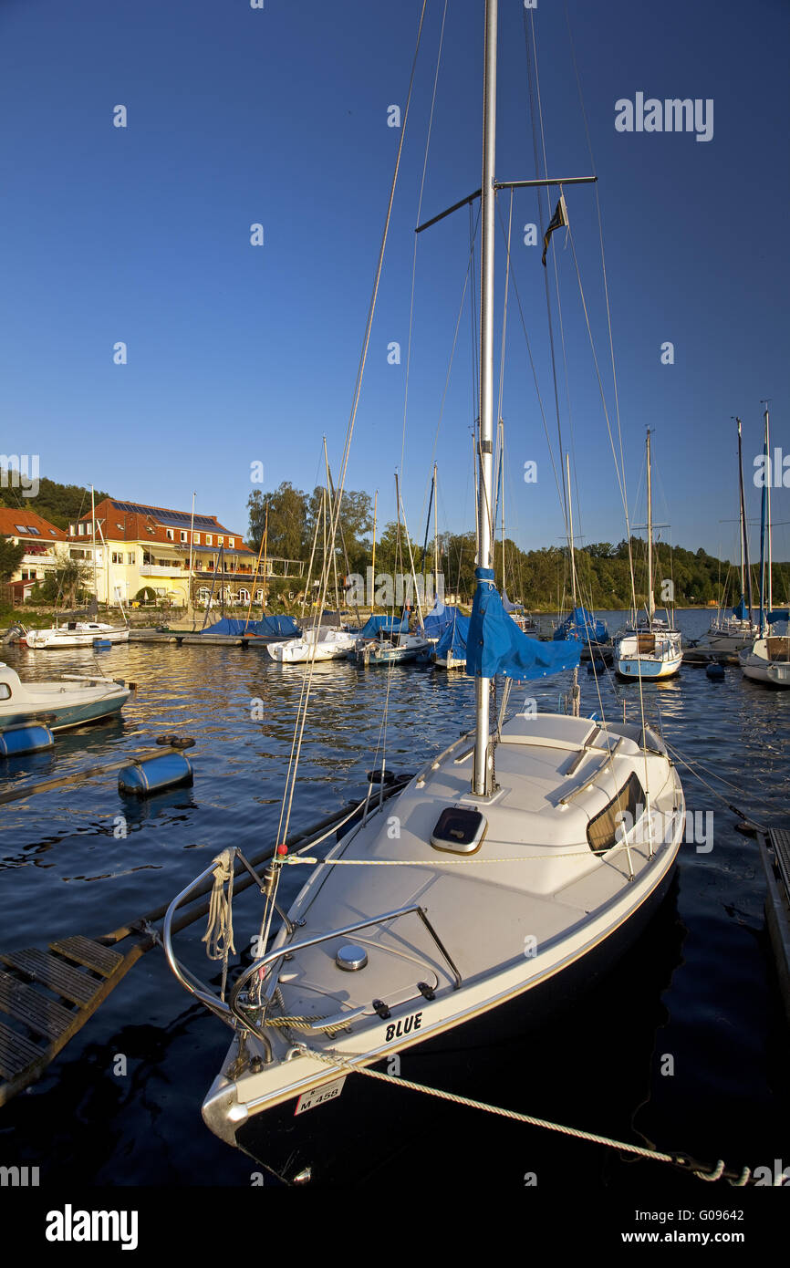 Sailing boats on the reservoir Moehnesee, Germany - Stock Image