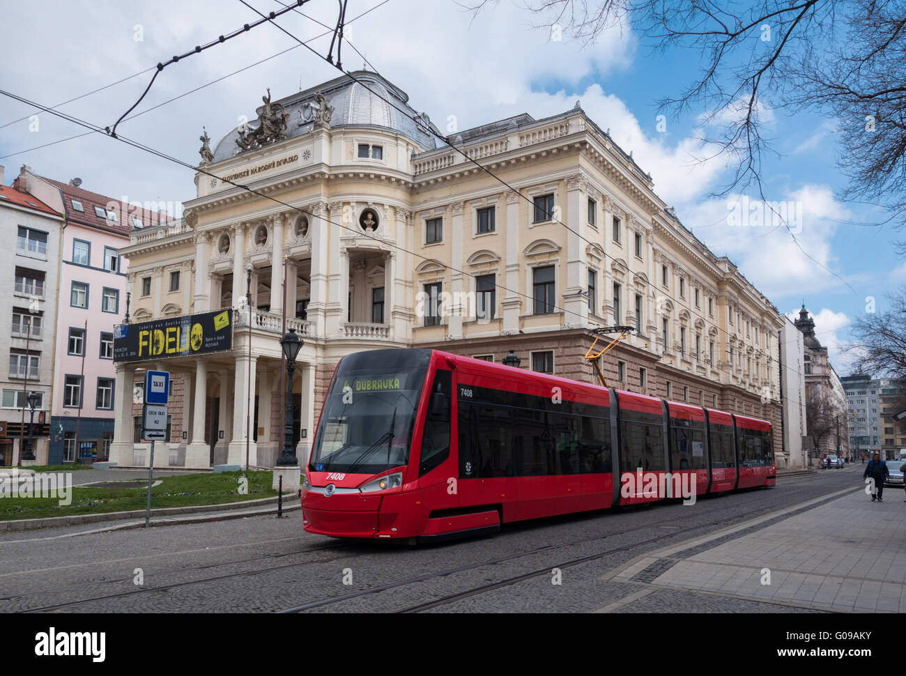 The National Theatre with a modern Skoda 29t ForCity Plus tram in foreground, Bratislava, Slovakia - Stock Image