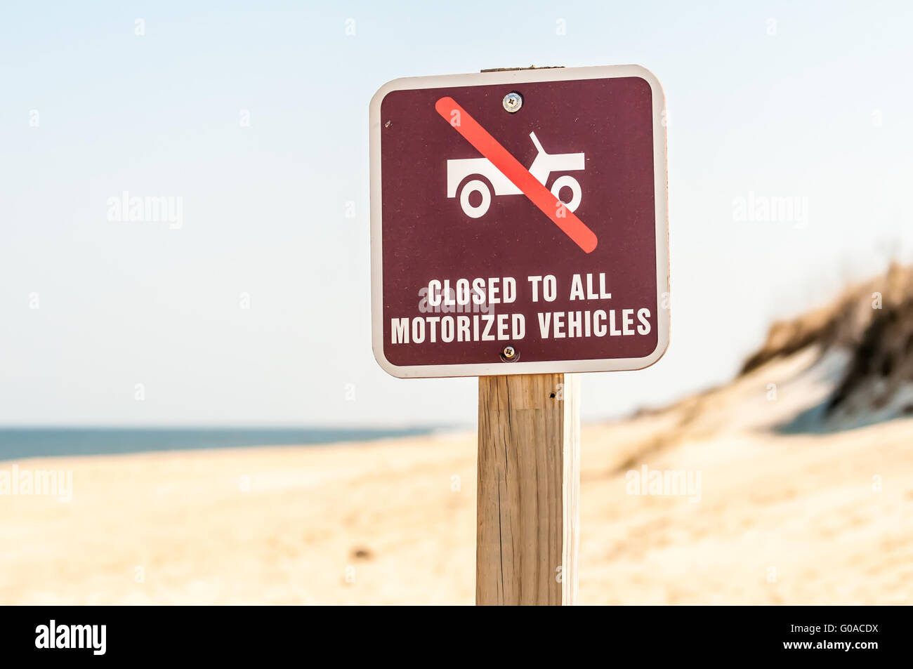 closed to all motorized vehicles on beach sign - Stock Image