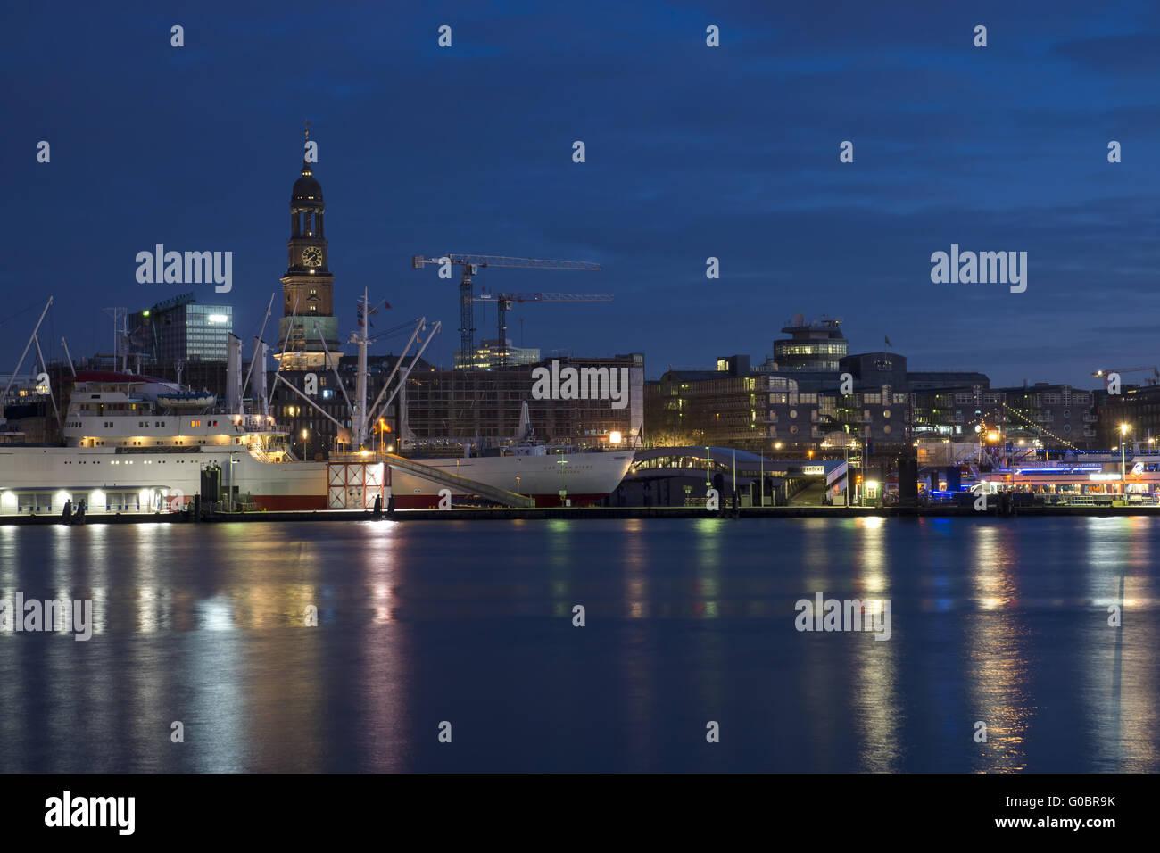 The harbor of Hamburg with St. Michaelis, Germany - Stock Image