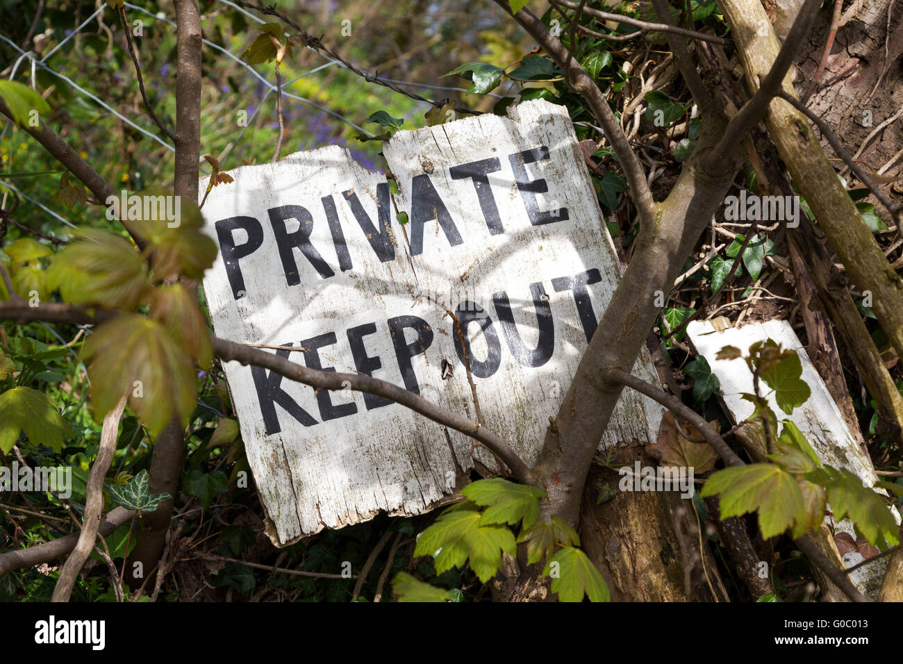 A keep out sign on private land in the U.K. - Stock Image