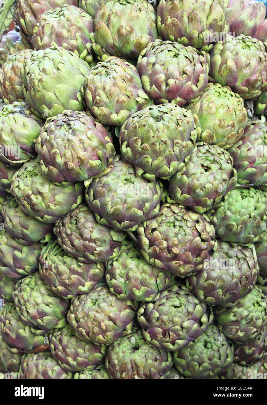 Composition of fresh artichokes in a greengrocery - Stock Image