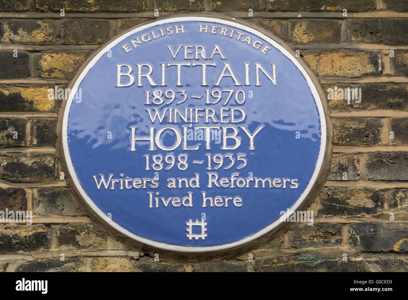 Blue Plaque To Vera Brittain And Winifred Holtby On Doughty Street Stock Photo Alamy