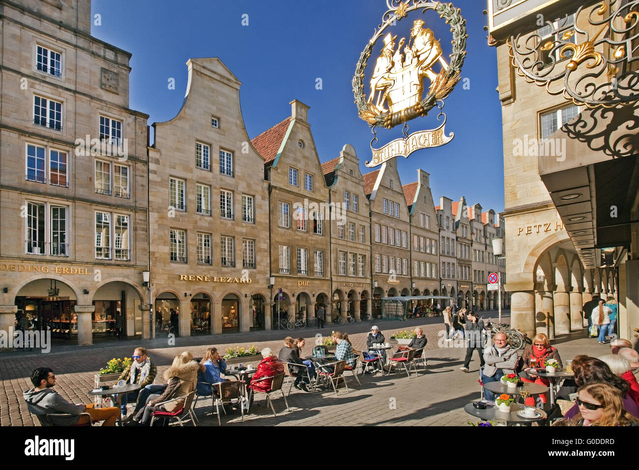 people in the pavement cafe at the Prinzipalmarkt - Stock Image