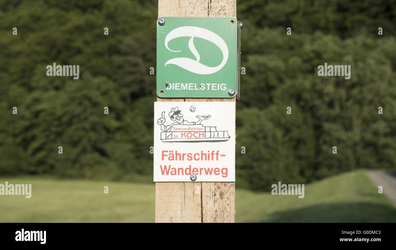Hiking trail signpost - Stock Image