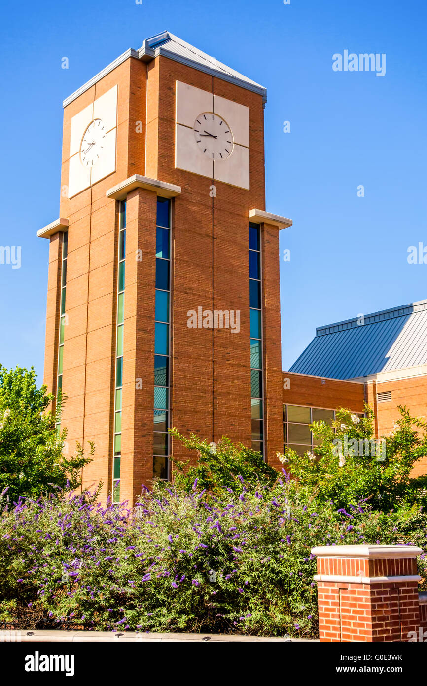 modern and historic architecture at college campus - Stock Image