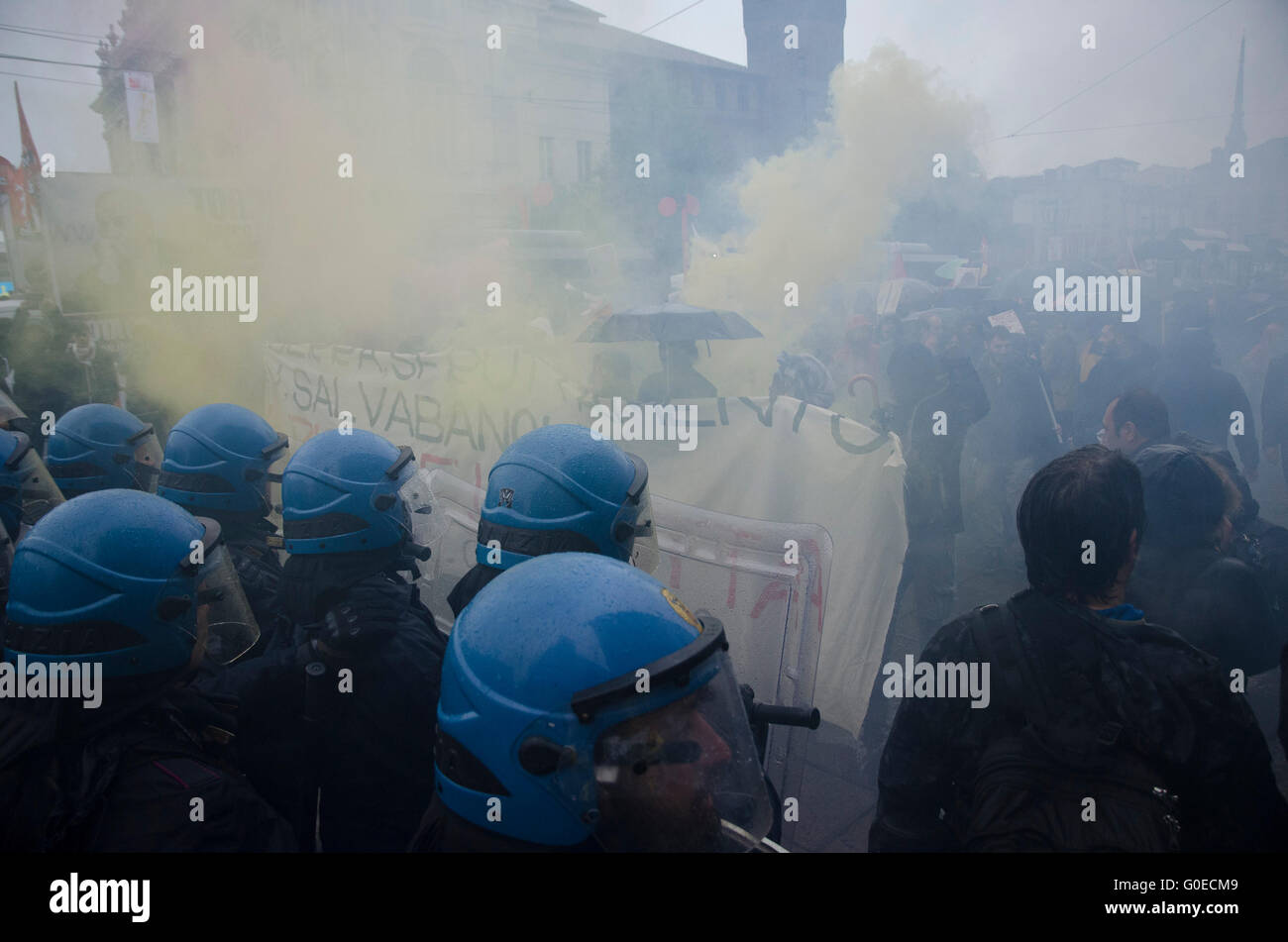 Turin, Italy. 01st May, 2016. Clashes against the police and autonomous in the parade on May 1 in Turin - Stock Image