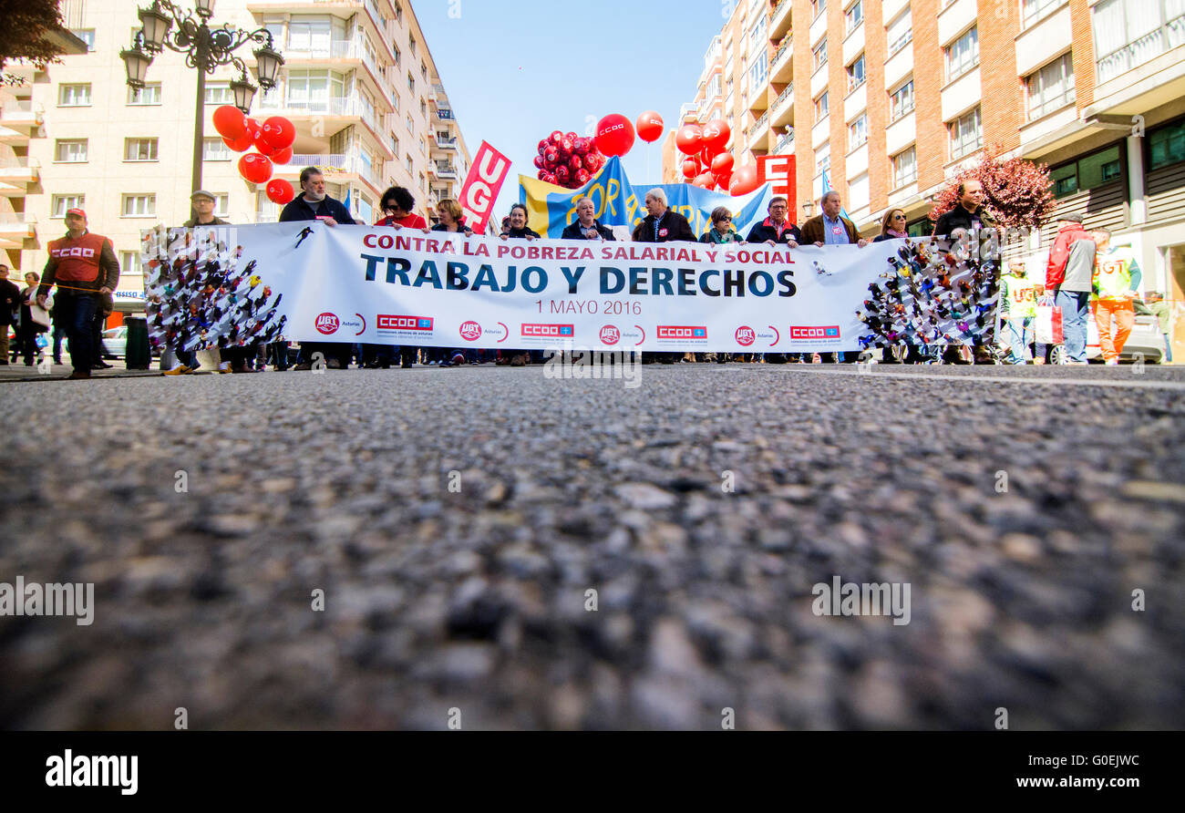 Oviedo, Spain. 1st May, 2016. Thousands of demonstrators protest during the May Day Rally in commemoration of International - Stock Image
