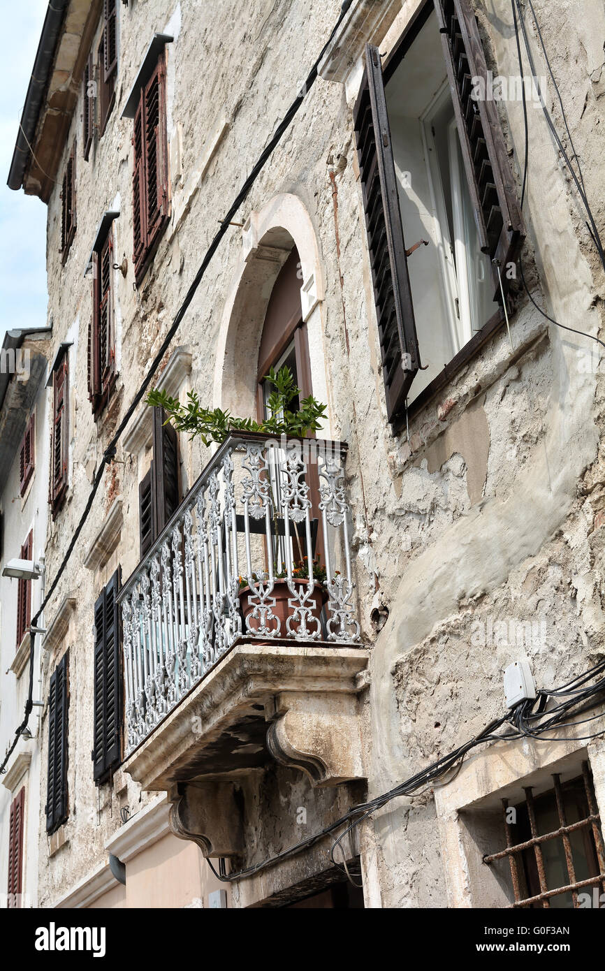 old house in the historic center of Pula in Croatia - Stock Image