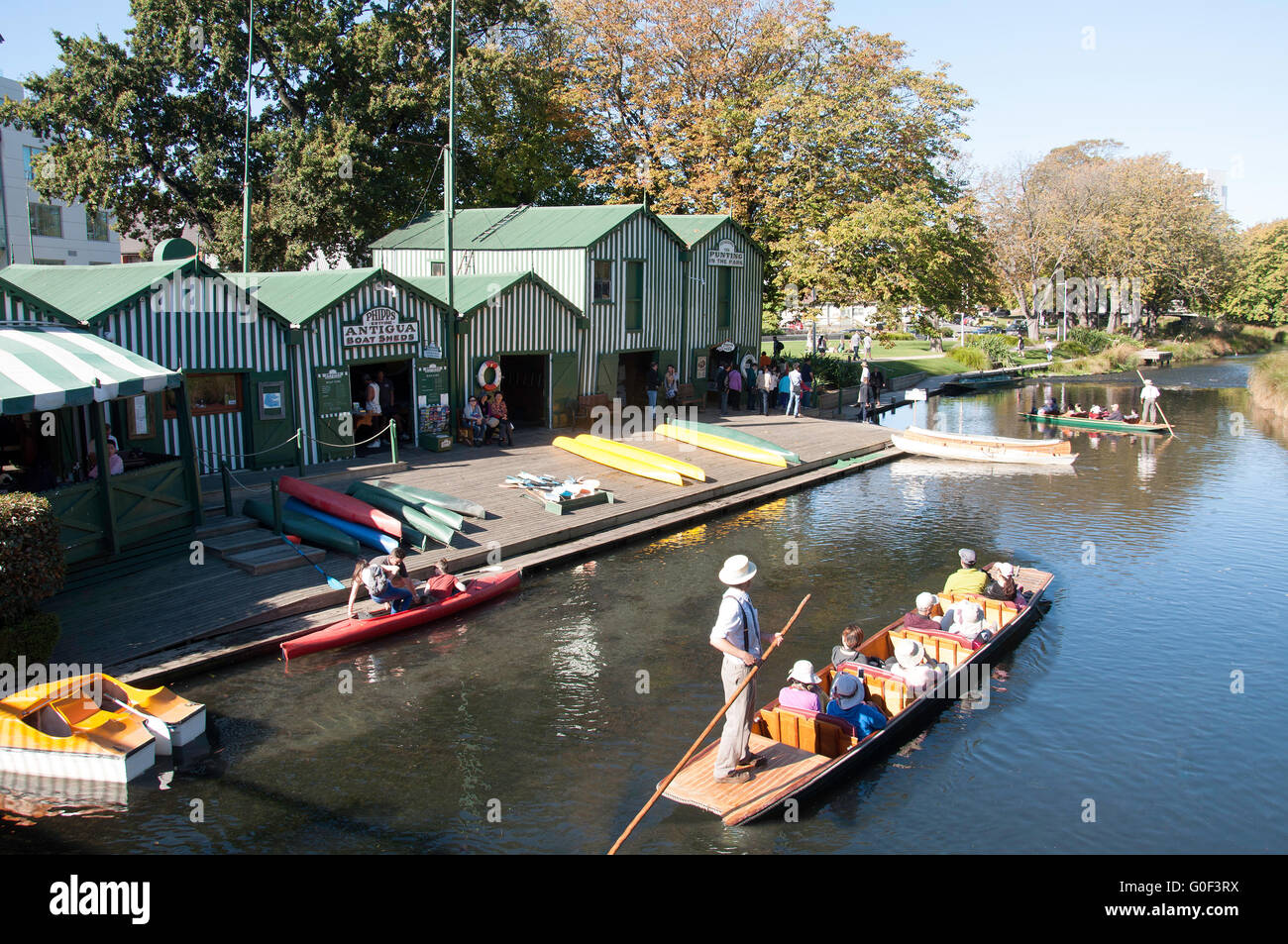 Punting on River Avon at Antigua Boat Sheds, Cambridge Terrace, Christchurch, Canterbury, New Zealand - Stock Image
