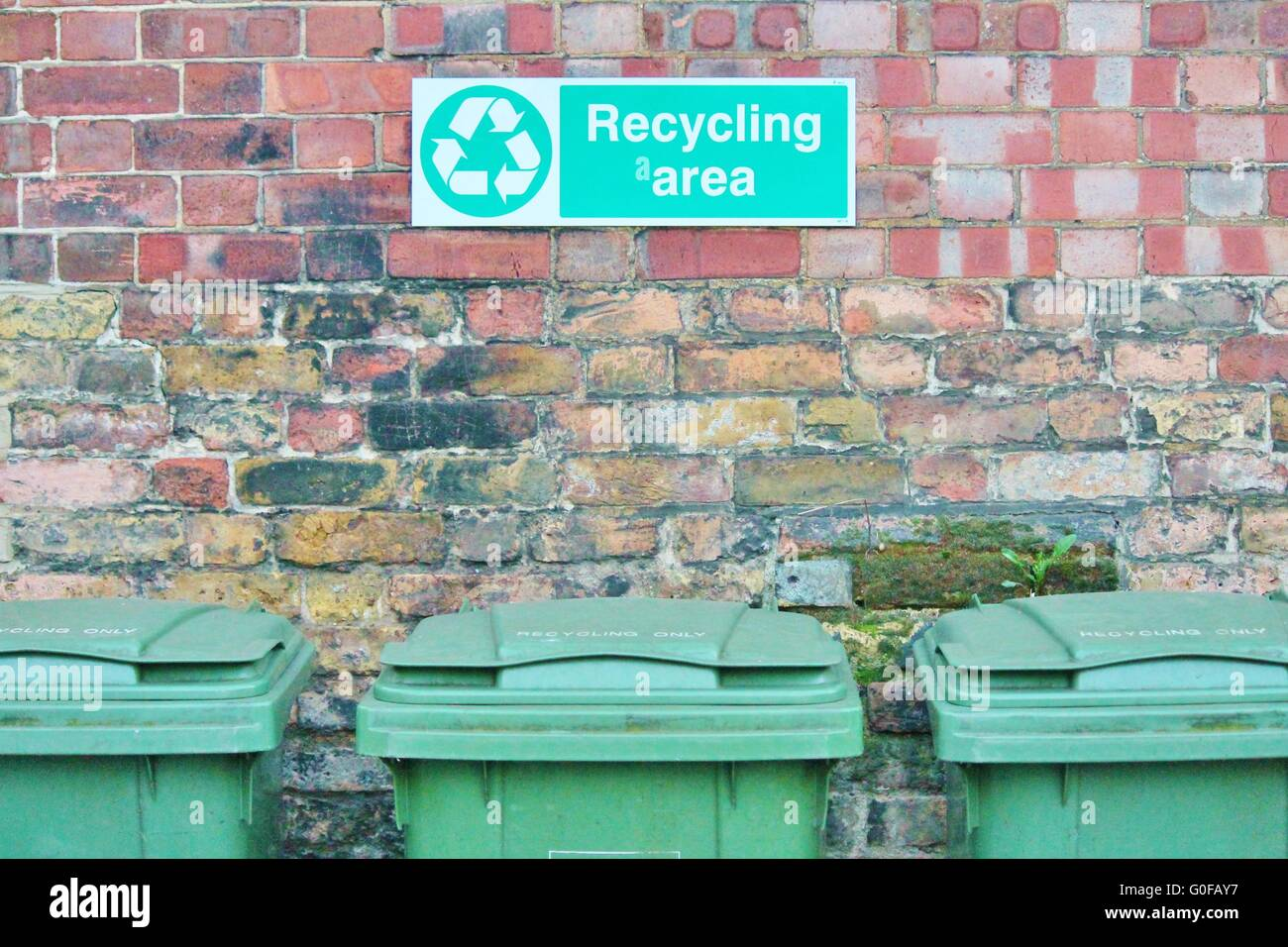 trash can dustbin wall recycle - Stock Image