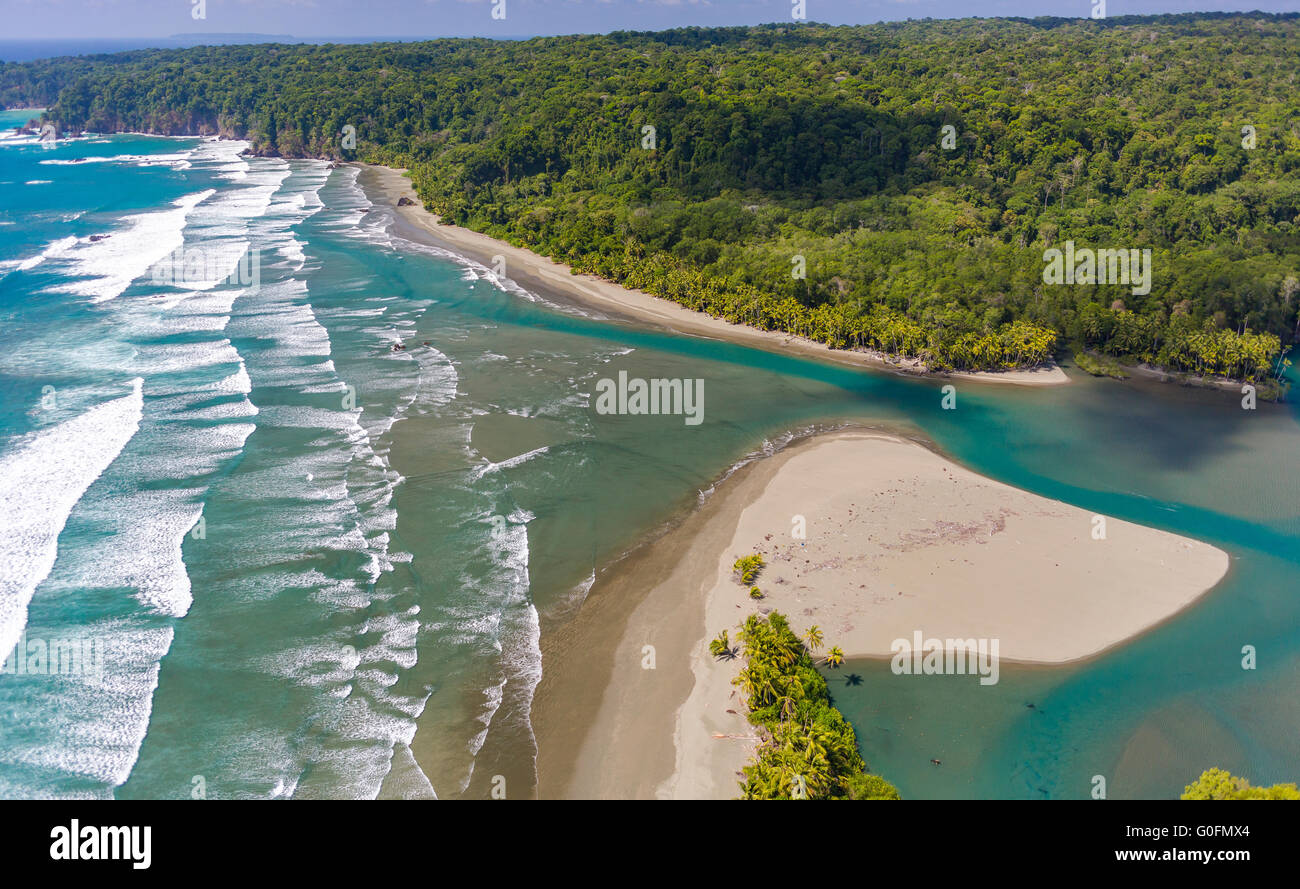 CORCOVADO NATIONAL PARK, COSTA RICA - Rio Claro empties into Pacific Ocean, Osa Peninsula rain forest. - Stock Image