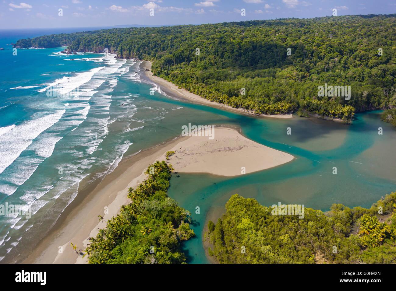 CORCOVADO NATIONAL PARK, COSTA RICA - Rio Claro empties into Pacific Ocean, Osa Peninsula rain forest. - Stock Image