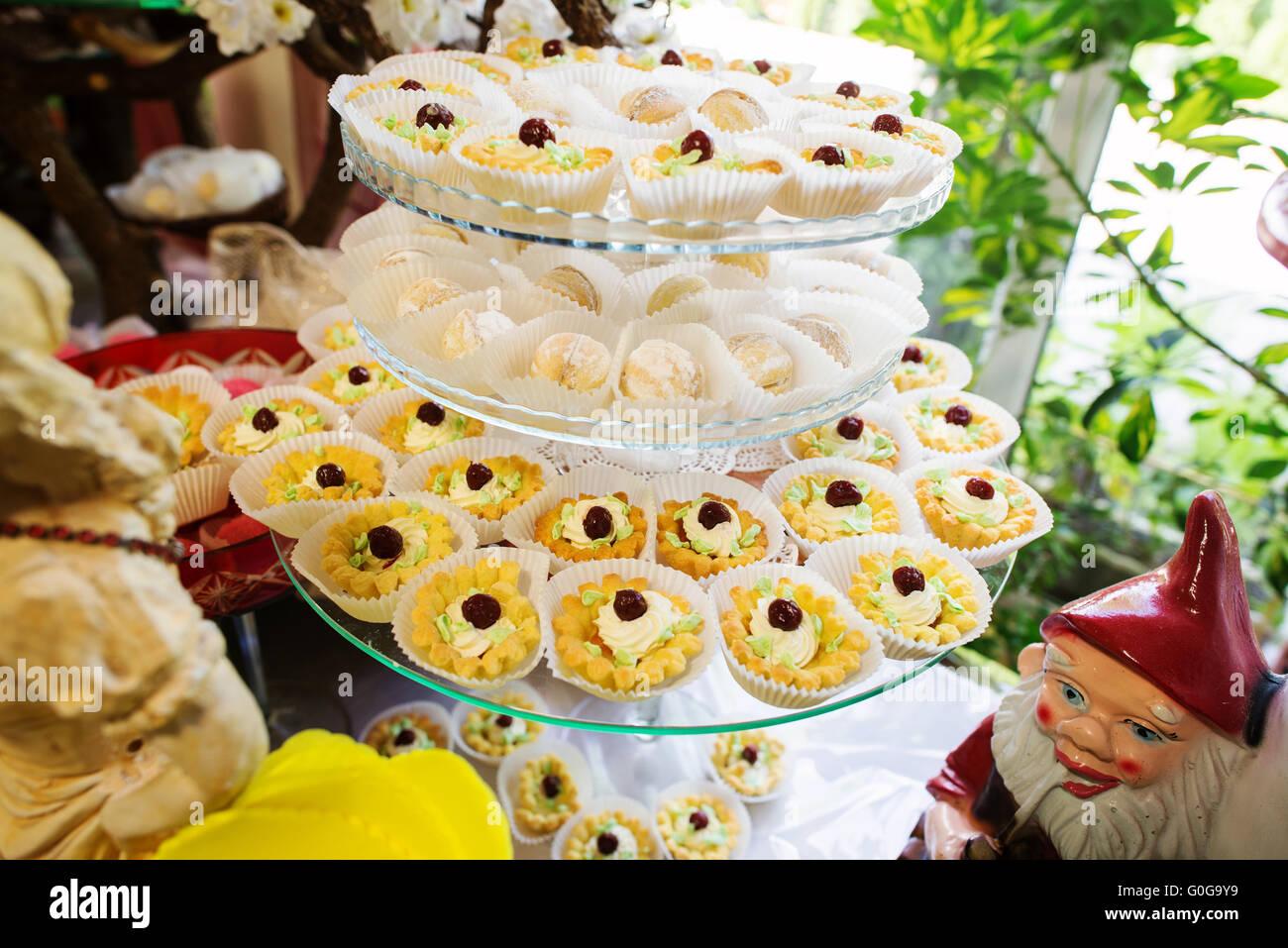 Very Expensive Wedding Cake Stock Photos & Very Expensive Wedding ...