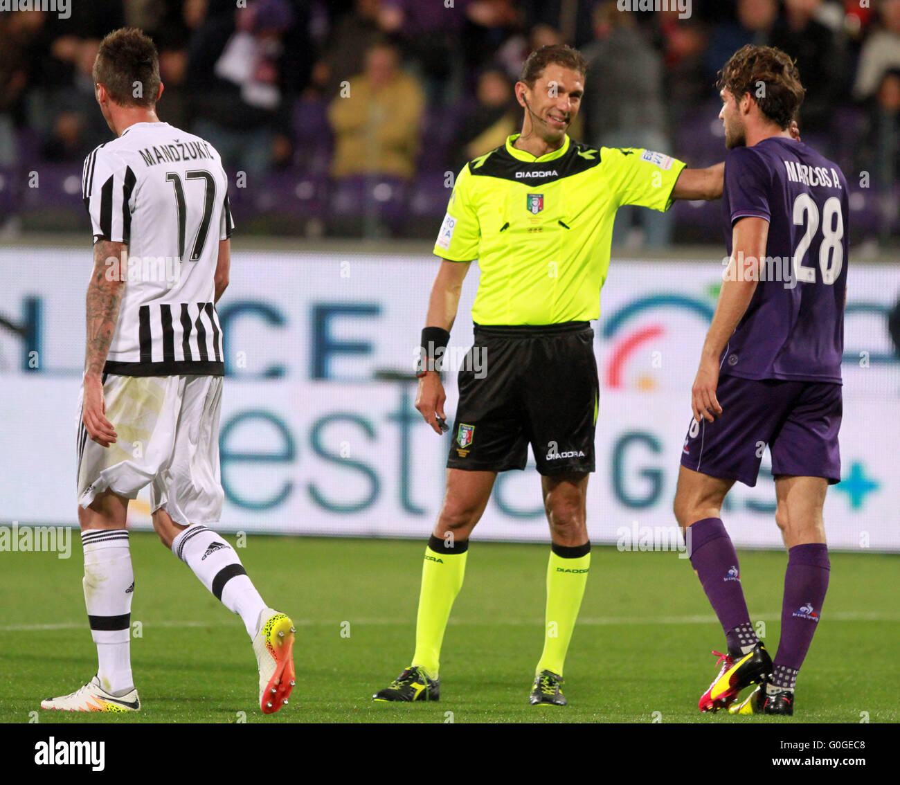 ITALY, Florence: Referee Paolo Tagliavento discutes with Fiorentina's defender Marcos Alonso during the Italian - Stock Image