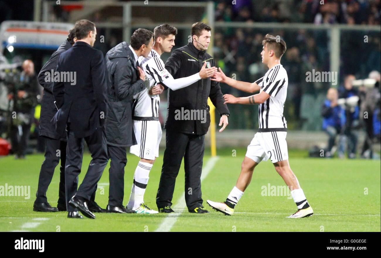 ITALY, Florence: Juventus's forward Alvaro Morata (L) and Juventus's forward Paulo Dybala substitutions - Stock Image