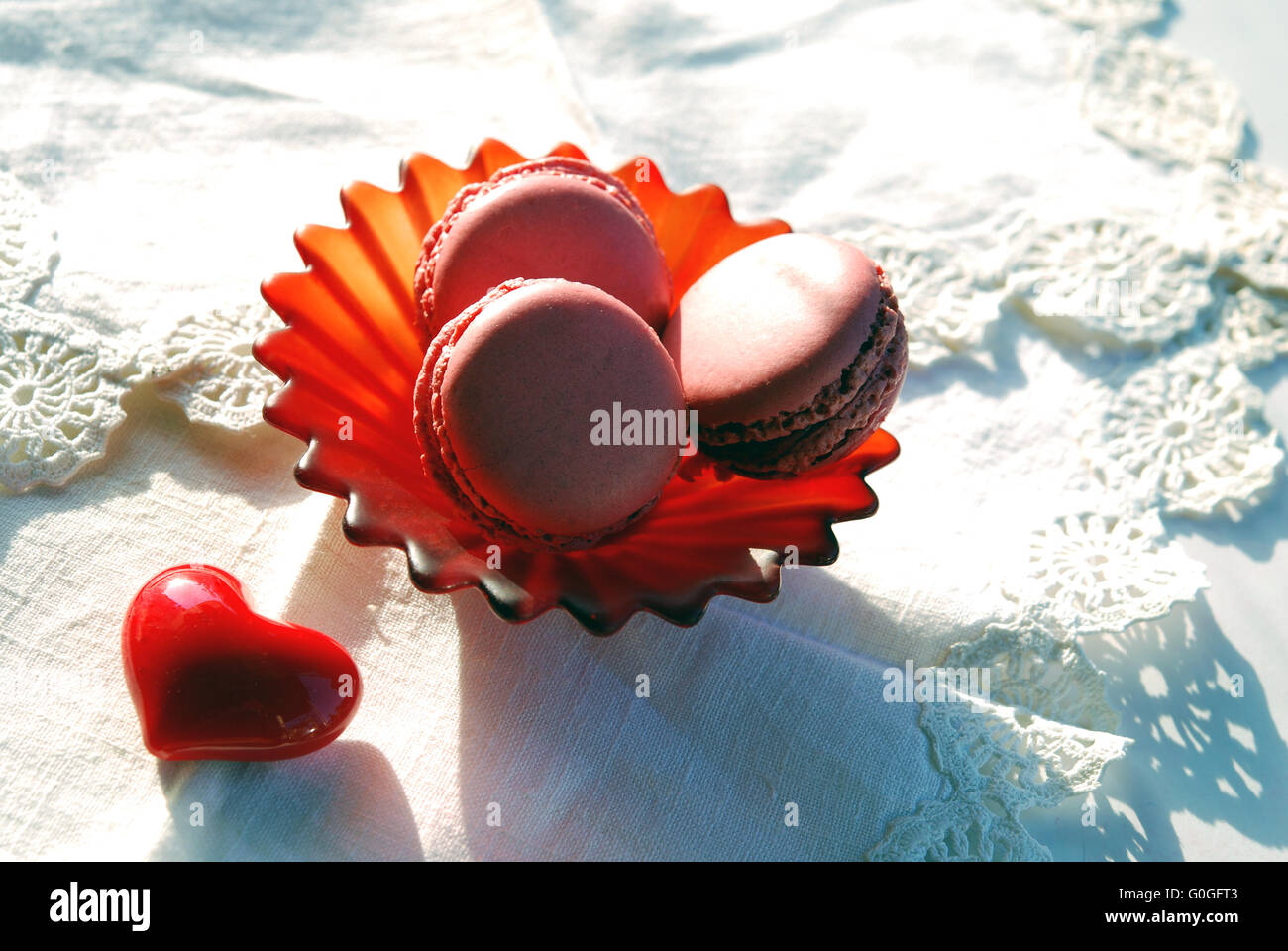 Red heart and pink macaroons - Stock Image