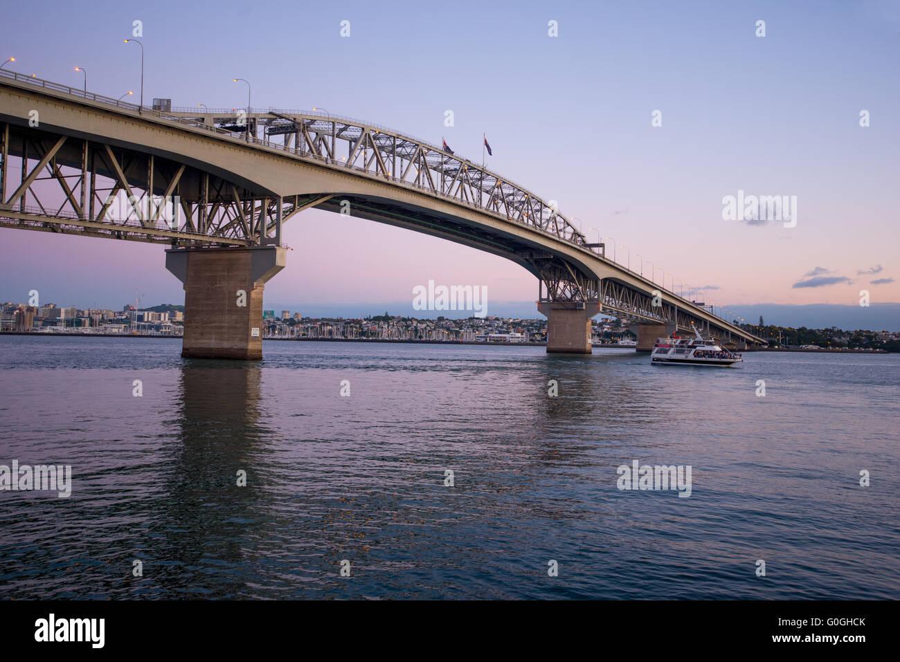Auckland harbour bridge at dusk - Stock Image