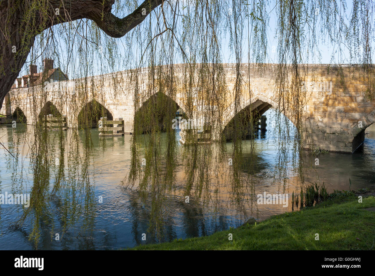 New Bridge is a 13th-century bridge, a Grade I listed building which crosses the River Thames in Oxfordshire. - Stock Image