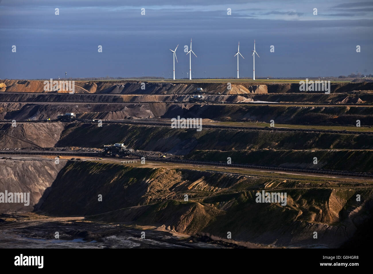 Garzweiler II brown coal surface mining and wind wheels, Garzweiler, North Rhine-Westphalia, Germany - Stock Image