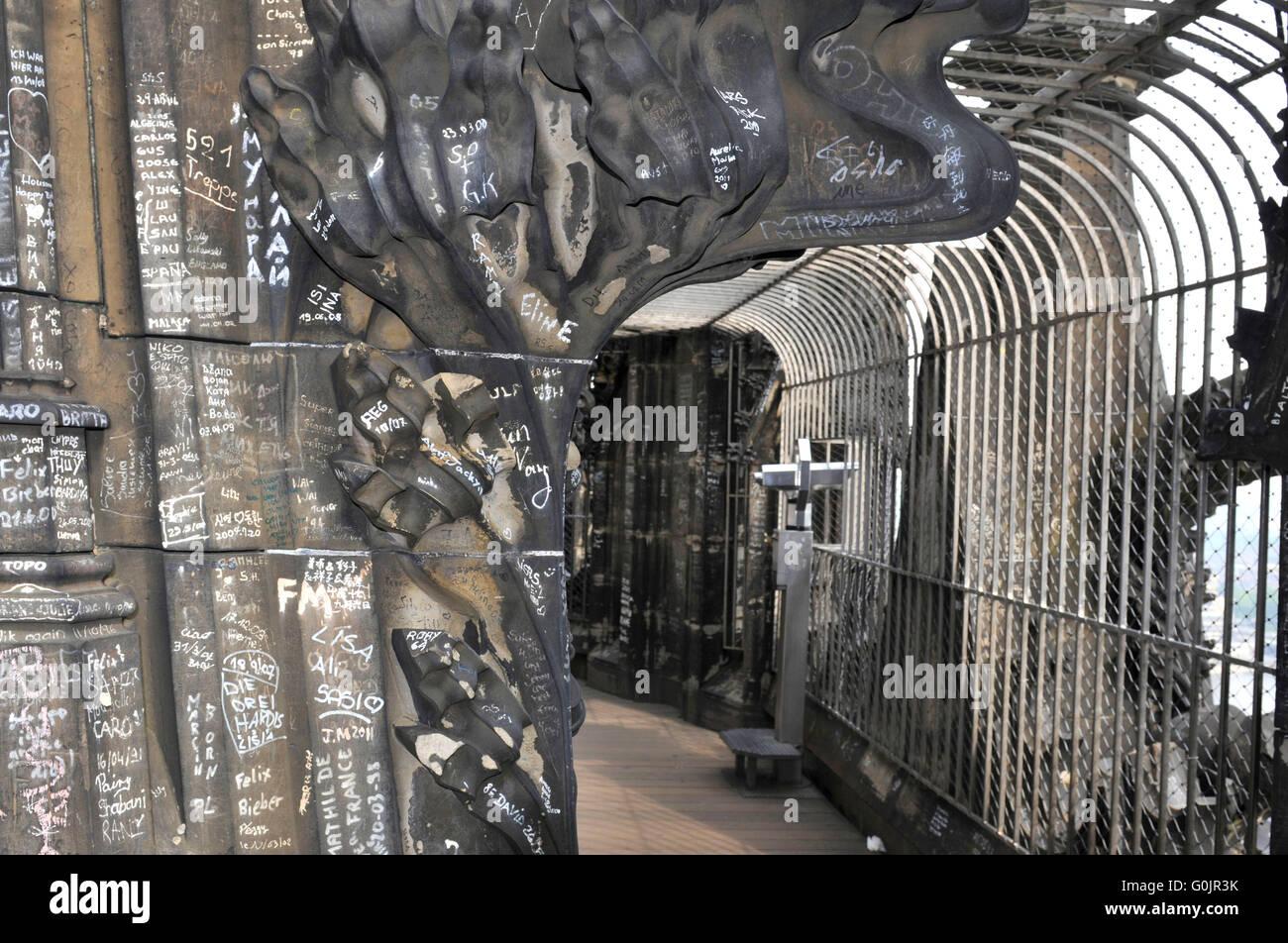 Observation Deck Platform Graffiti Grid Cologne Cathedral Stock Photo Alamy