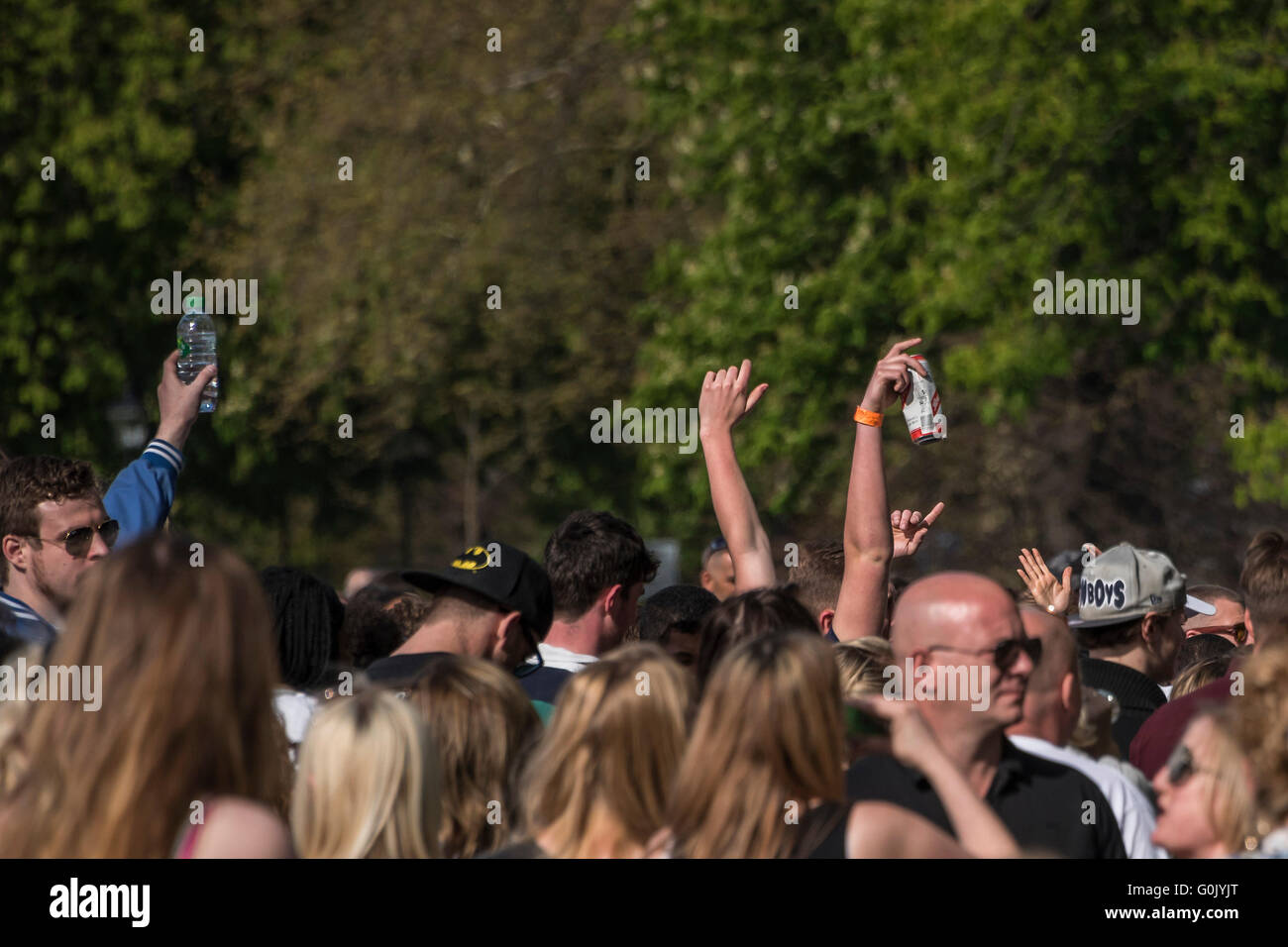 London, UK. 1st May, 2016. People, taking advantage of the spring weather, gather for an impromptu party after speakers Stock Photo