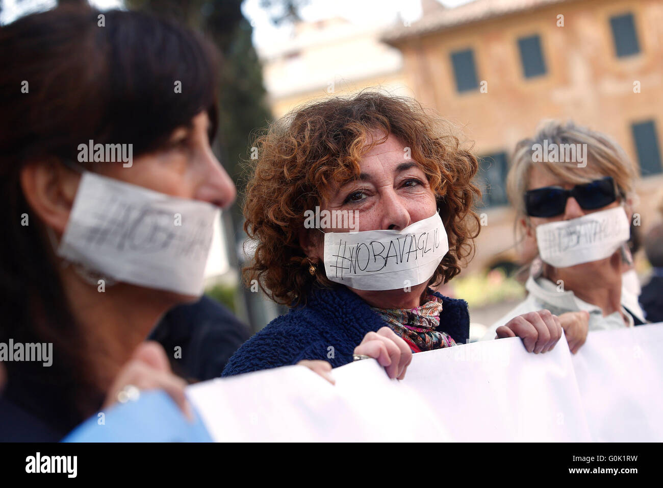 Rome, Italy. 2nd May, 2016. Journalists gagged Rome 02nd May 2016. Marathon of sit-ins in front of the Iranian, - Stock Image