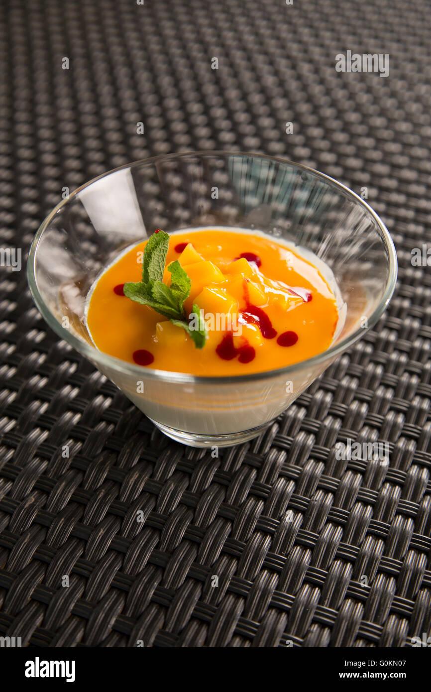 Vanilla Pannacotta with mango & mint - Stock Image