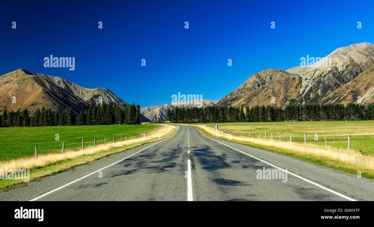 The inifinity road at Arthur's Pass National Park, New Zealand. - Stock Image