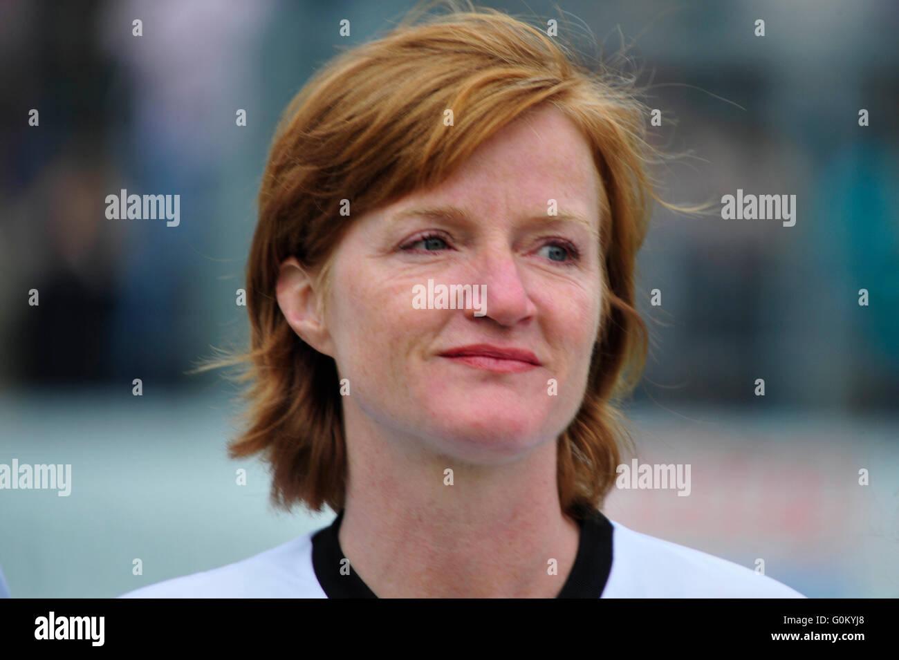 Deutschland, Hamburg, Benefiz-Fußballspiel 'Kicken mit Herz', SC Victoria: Schauspielerin Nina Petri. - Stock Image
