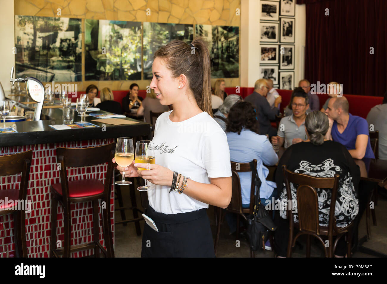 Interior shots of Fratelli Fresh with waitress taking drinks to a table, Potts Point, Sydney, NSW, Australia. - Stock Image