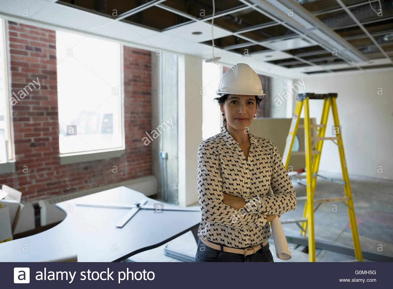 Portrait confident architect in hard-hat construction site - Stock Image