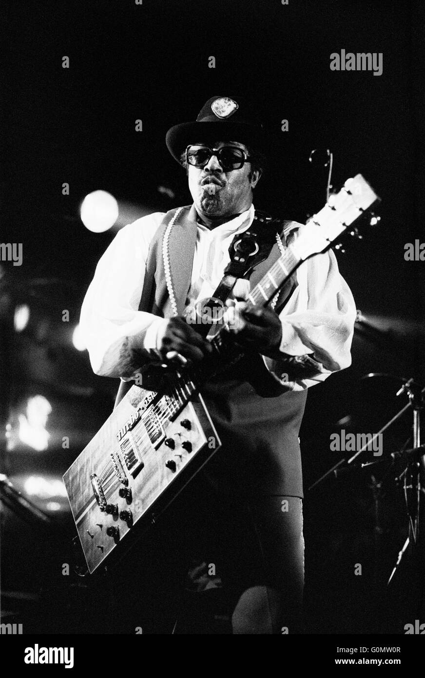 Bo Diddley Pink Toothbrush Rayleigh Essex March 1984 Black and white scanned negative. - Stock Image