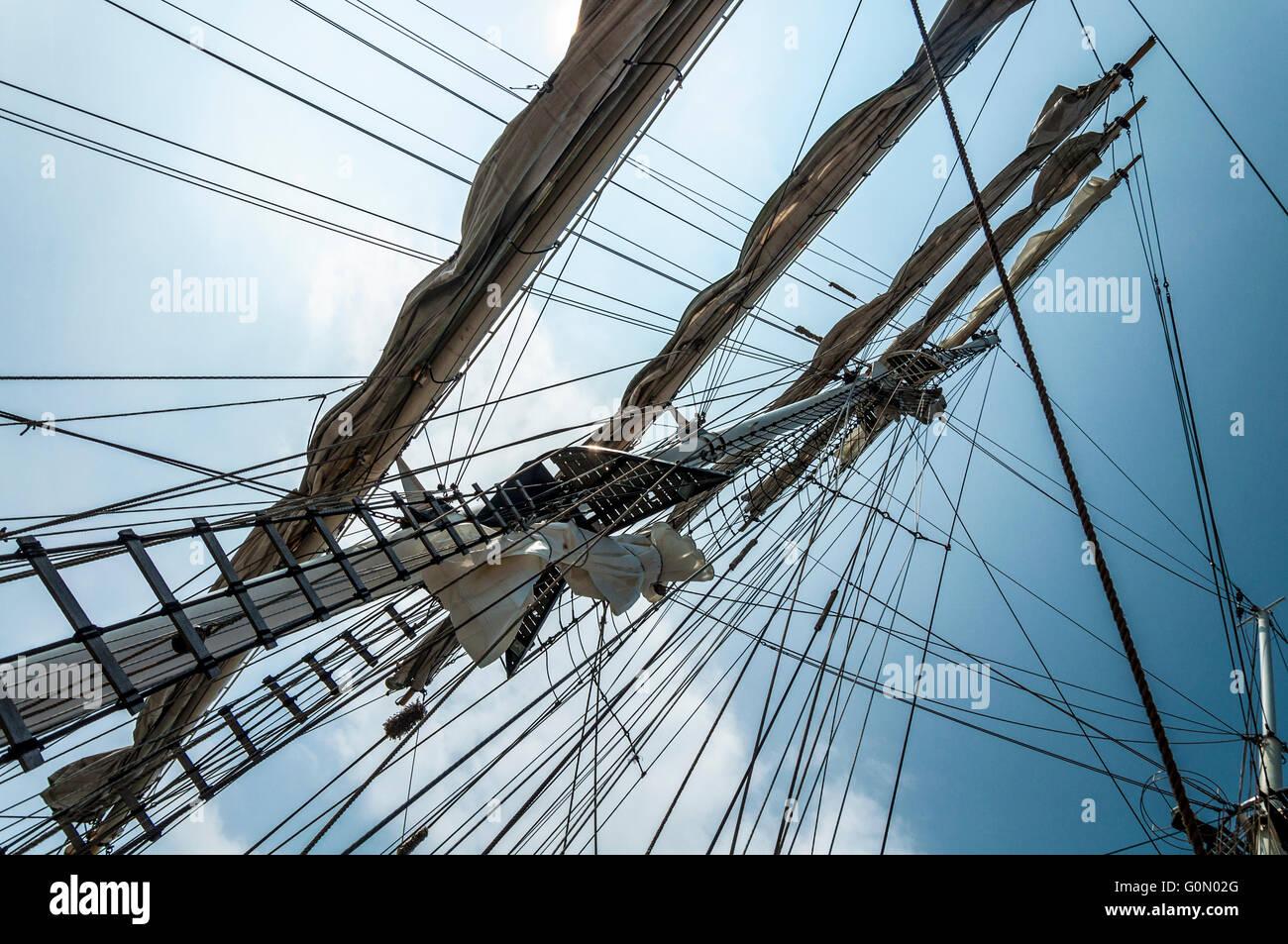 Tall sailing ship rigging patterns - Stock Image