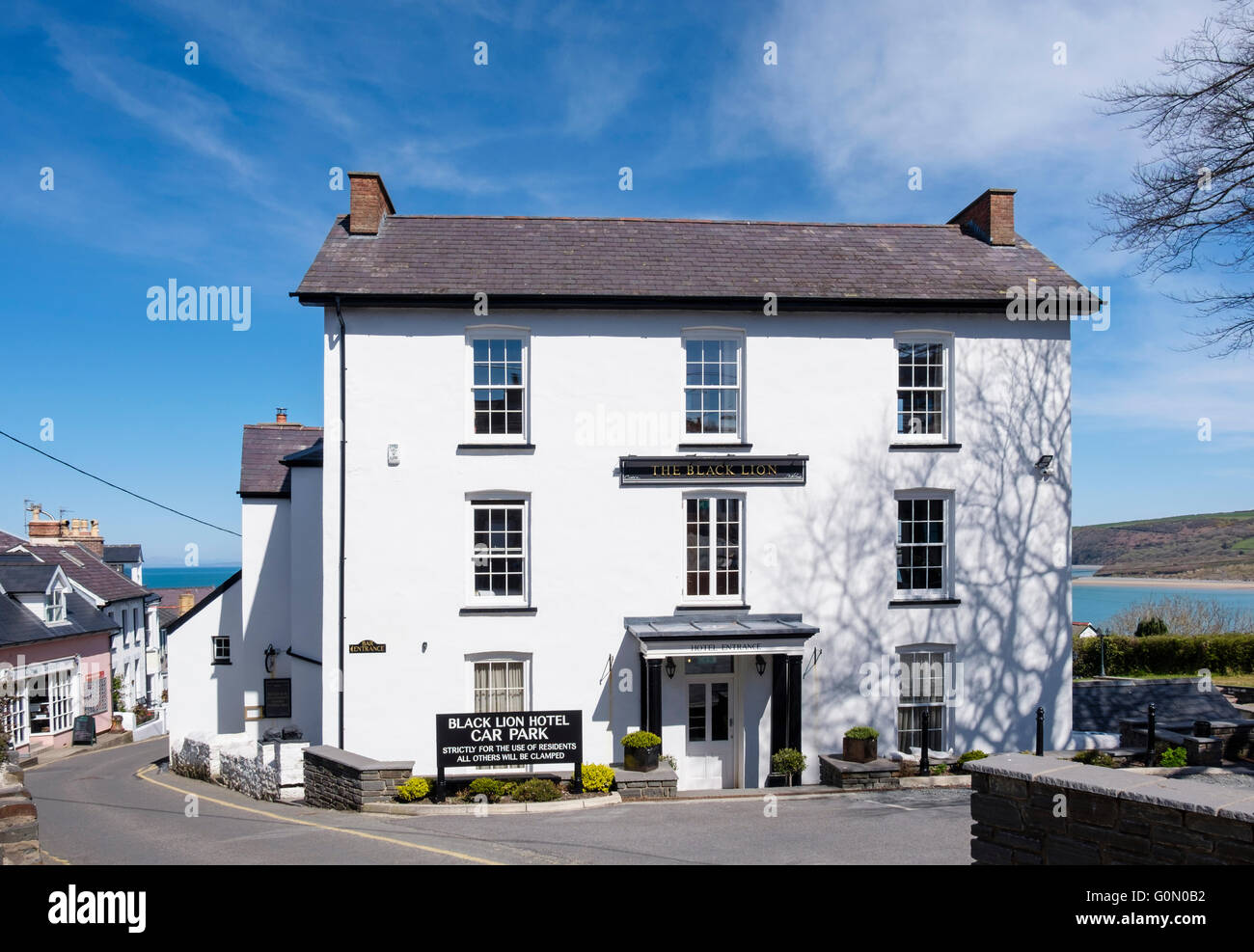 Black Lion Hotel on Dylan Thomas Trail was a favourite haunt of the Welsh author. Glan Mor Terrace New Quay Ceredigion - Stock Image