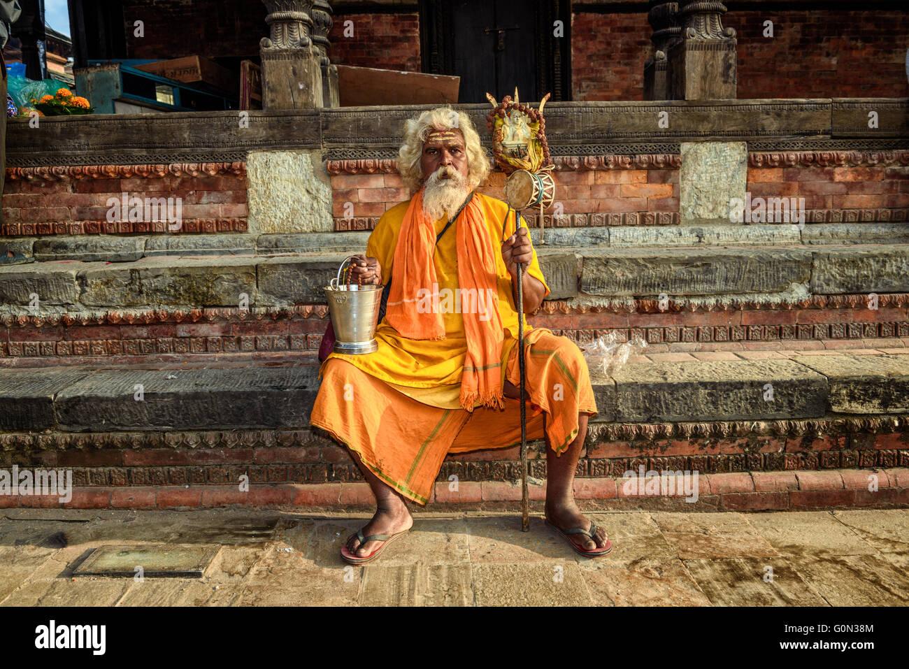 Wandering  sadhu baba (holy man) in ancient Pashupatinath Temple - Stock Image