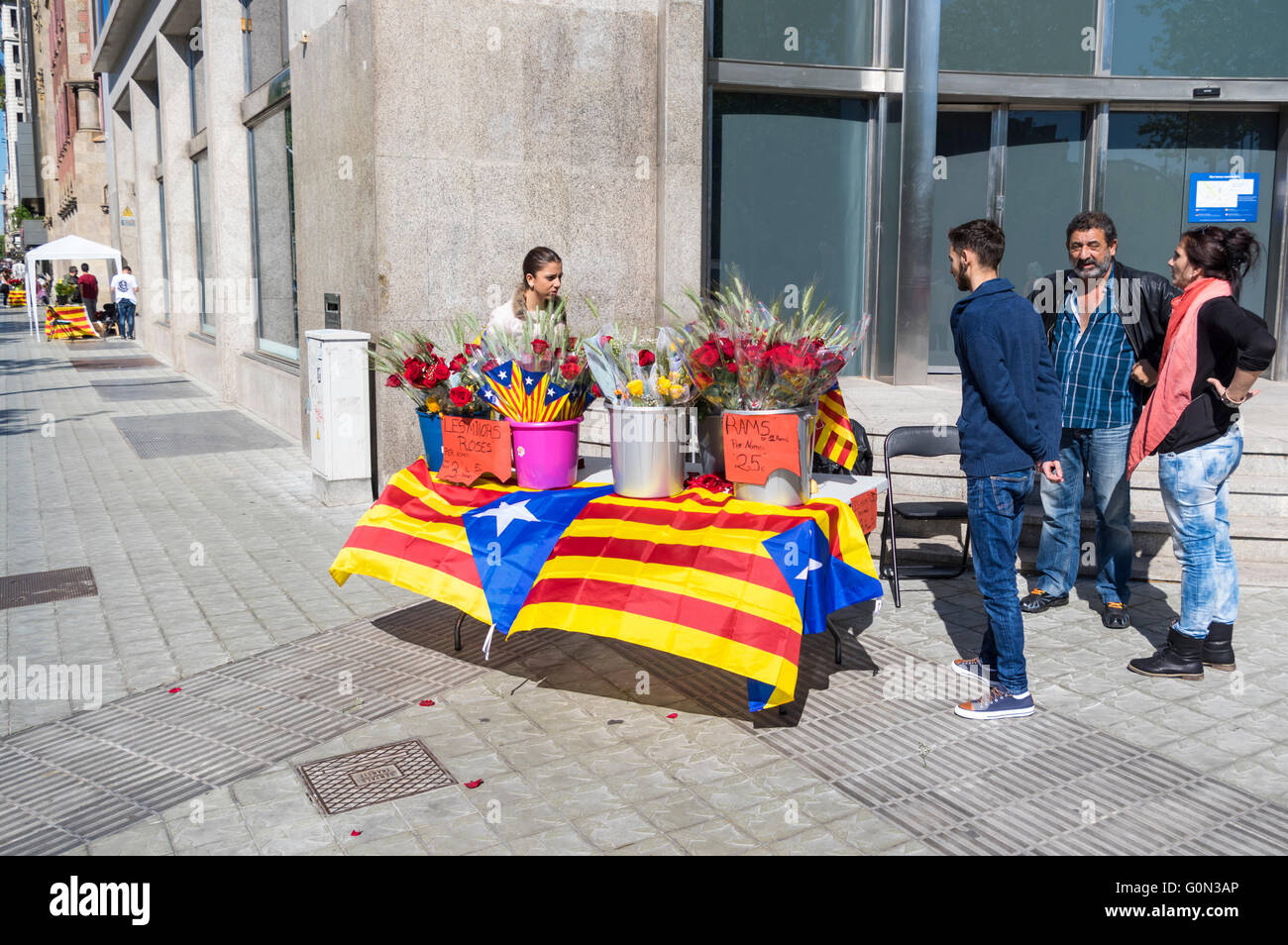 Small rose selling booth decorated with Catalan Estelada flags on Diada de Sant Jordi (Saint George's Day), - Stock Image