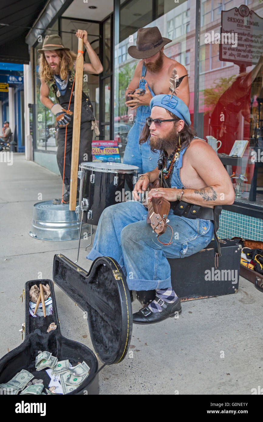 Asheville, North Carolina - A jug band plays for donations on a downtown street. - Stock Image