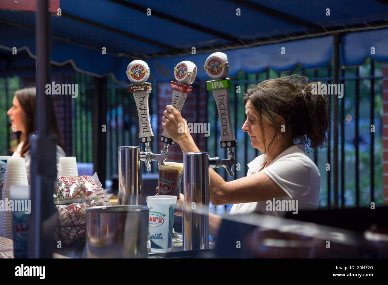 Asheville, North Carolina - A concessions stand worker pours beer during a minor league baseball game at McCormick - Stock Image