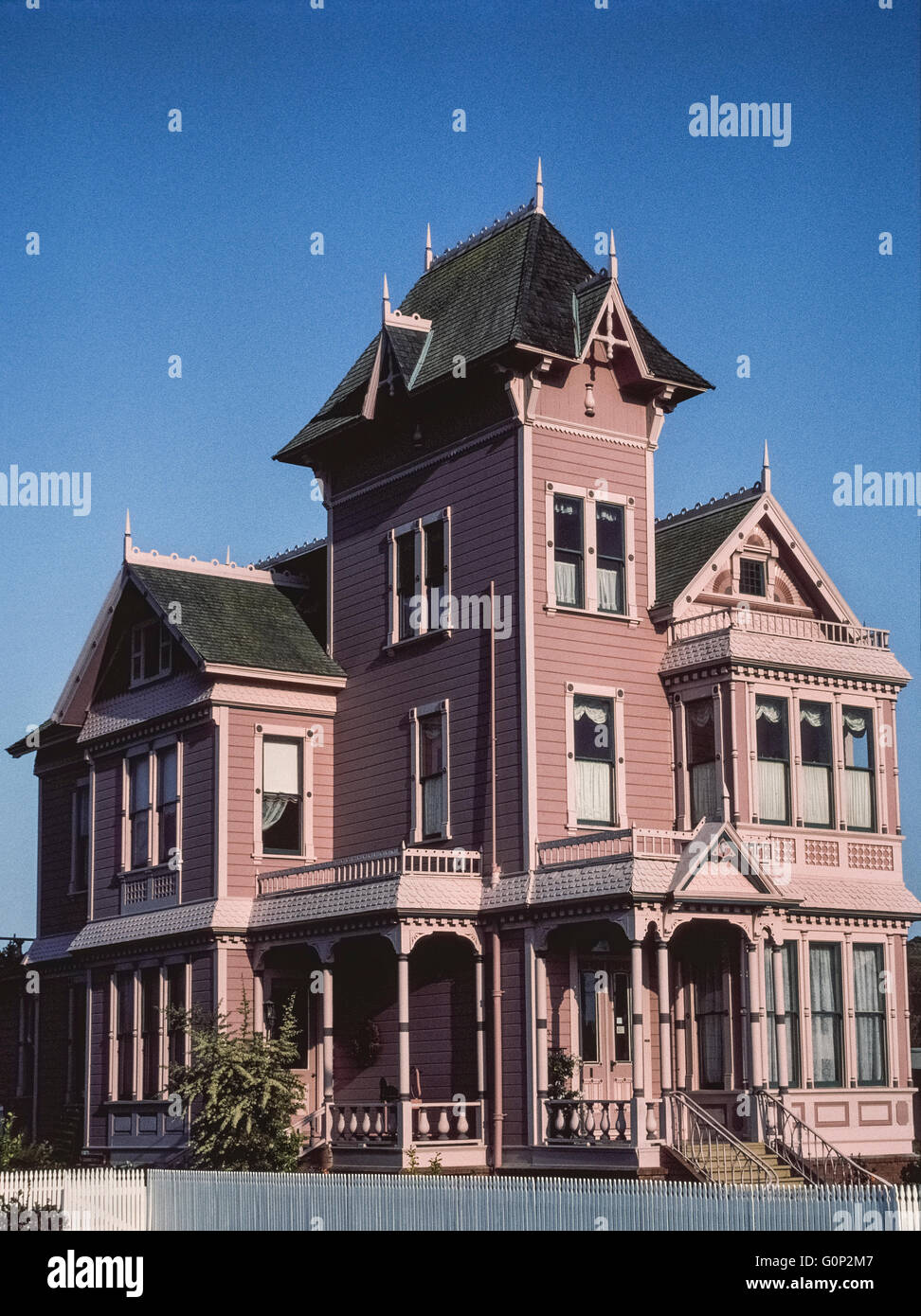 Because of its ornate pink facade and striking architectural style, the Rose Victorian Inn was a bright landmark - Stock Image